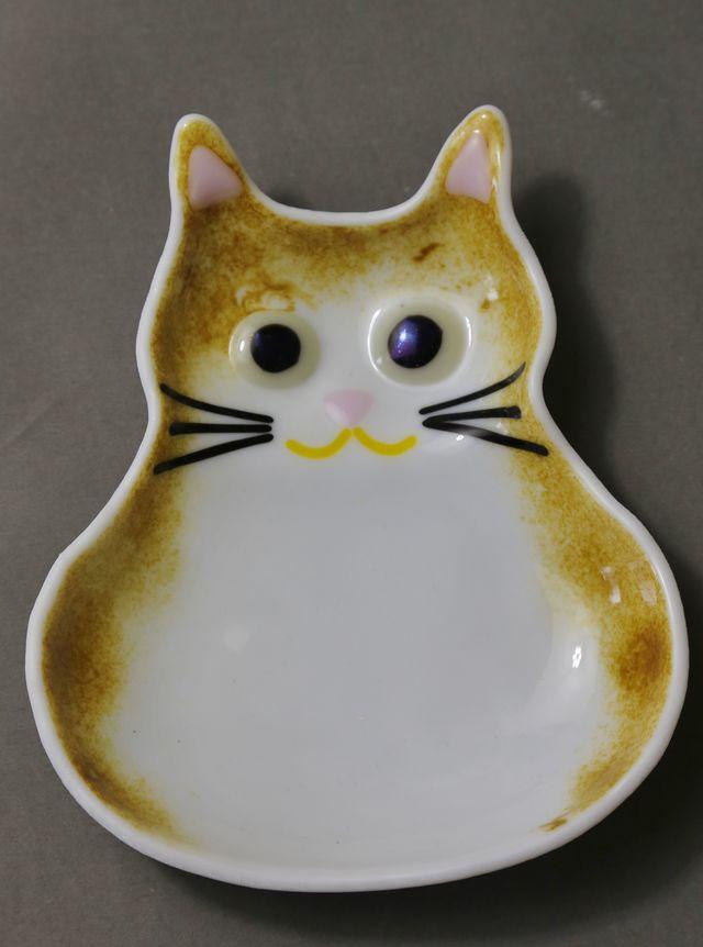 白茶ネコのお皿