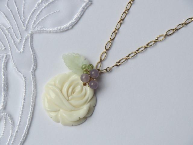 アイボリー薔薇のネックレス