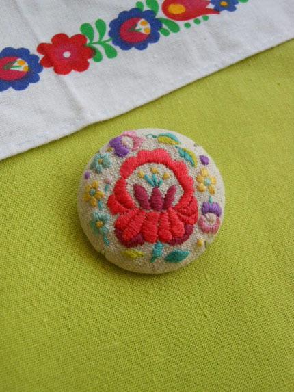 赤いハンガリーのお花 ブローチ