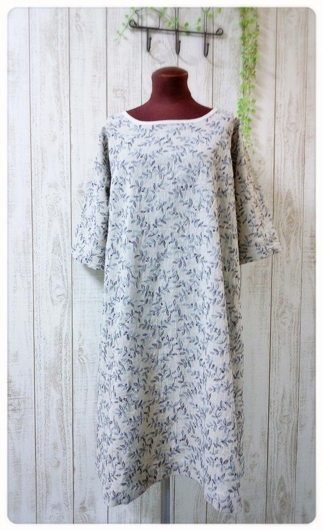 ☆新作☆ 花刺繍生地のワンピース ブルー系
