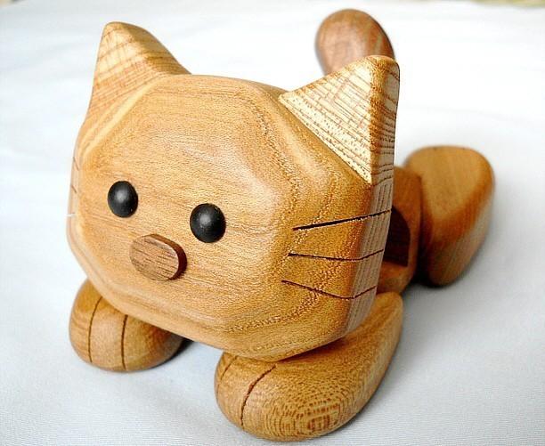 猫の『マイケル』 スマホスタンド(楡材)