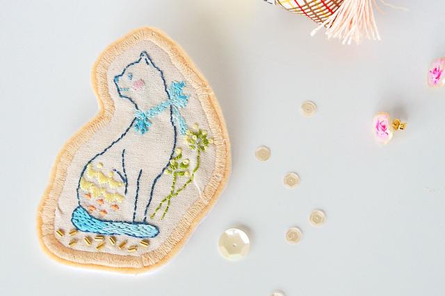 【Sale!!】乙女な大人 猫 刺繍ブローチ