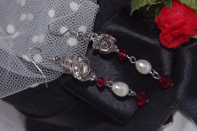 薔薇とスワロとパールのロングピアス