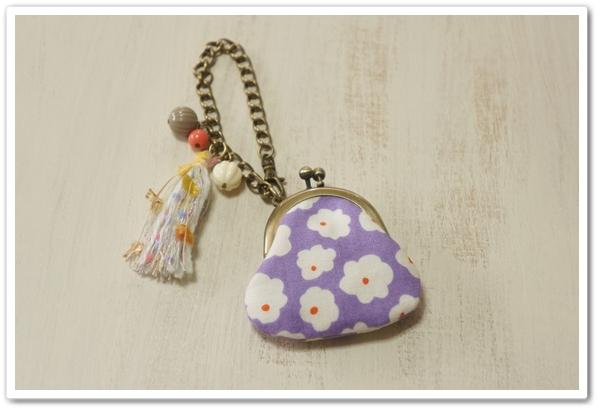 ☆豆がま口のバッグチャーム / ふわふわお花・パープル☆