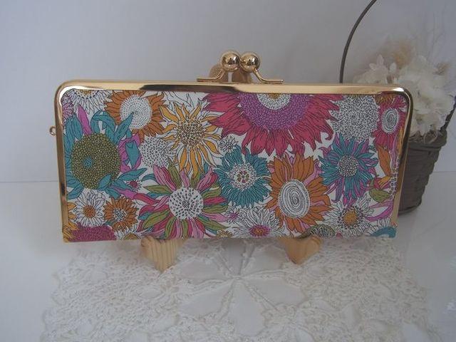 リバティ・スモールスザンヌのスリム長財布(ピンク系)