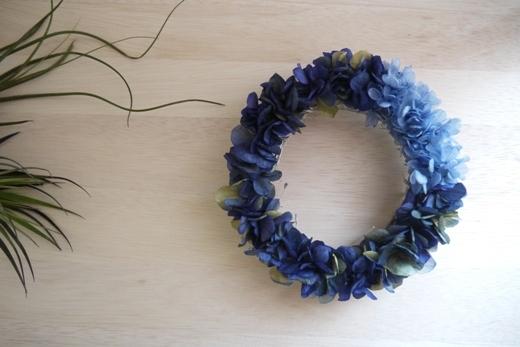 ディープブルーの紫陽花リース