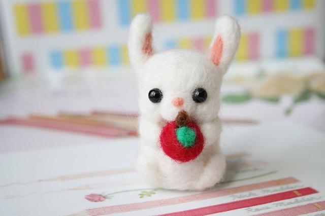 ぷっくりほっぺウサギのキーホルダー