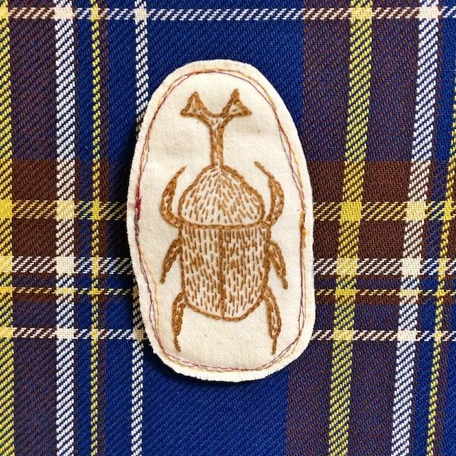 カブトムシの刺繍ブローチ