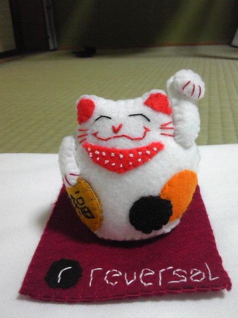 ショット・バーのロゴ入り招き猫
