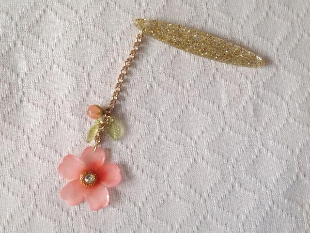 染め花を樹脂加工した桜の帯飾り(ピンク)