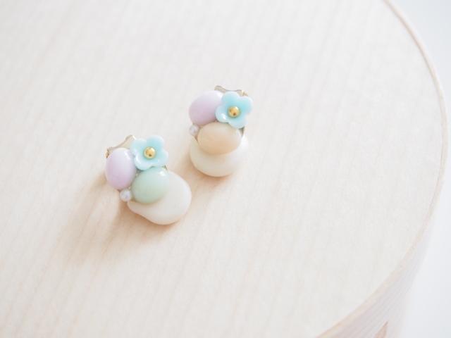 小さなお花とパステルストーン イヤーカフ