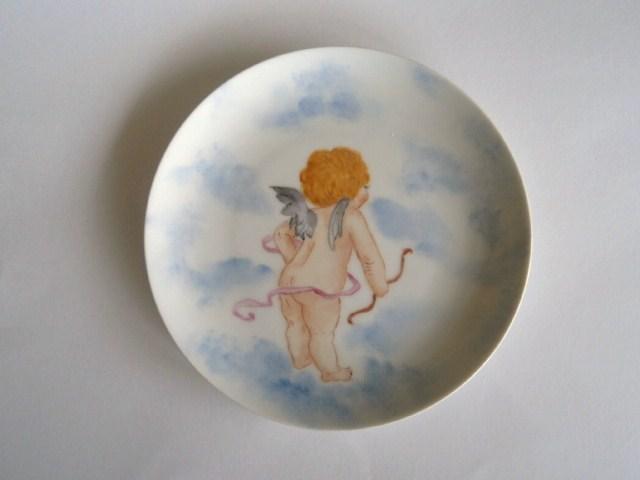 後ろ向きの天使の絵皿