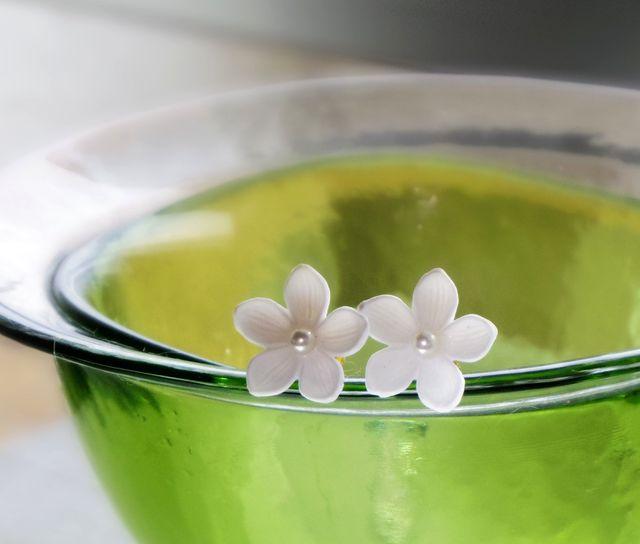《再販》白い花  ピアス