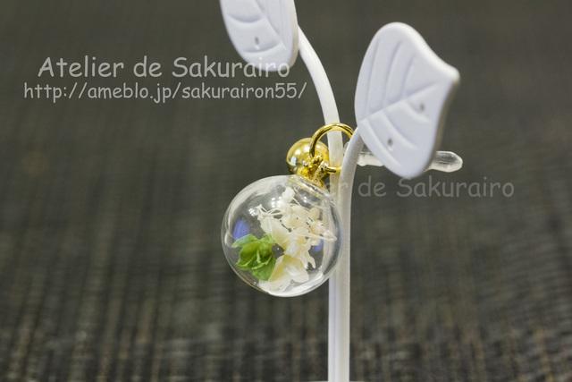 ころころお花のスマホピアス(白緑穂)