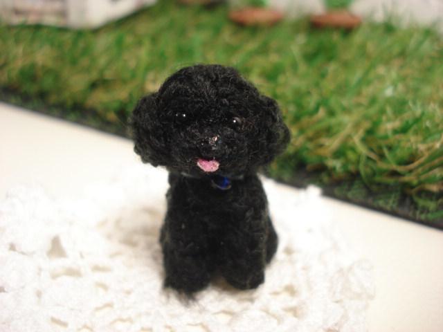 犬 トイプードル 黒 イヤホンジヤック、ストラップ、ドールハウス
