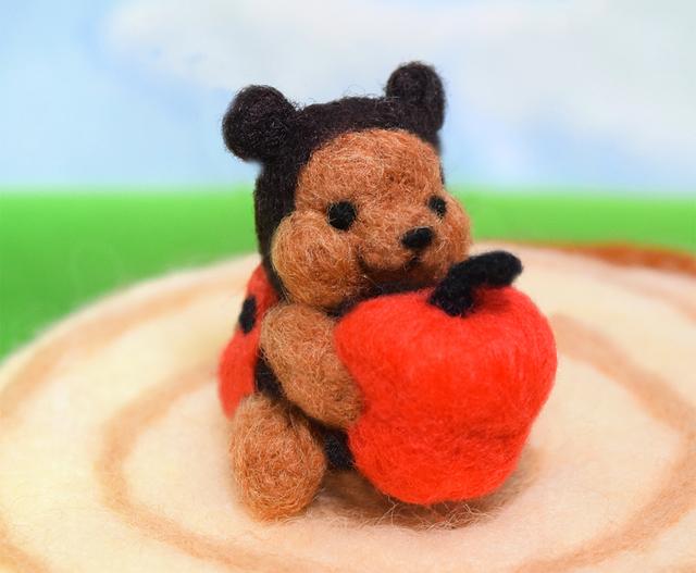 美味しいリンゴをシャリシャリなテントウムシコグマ