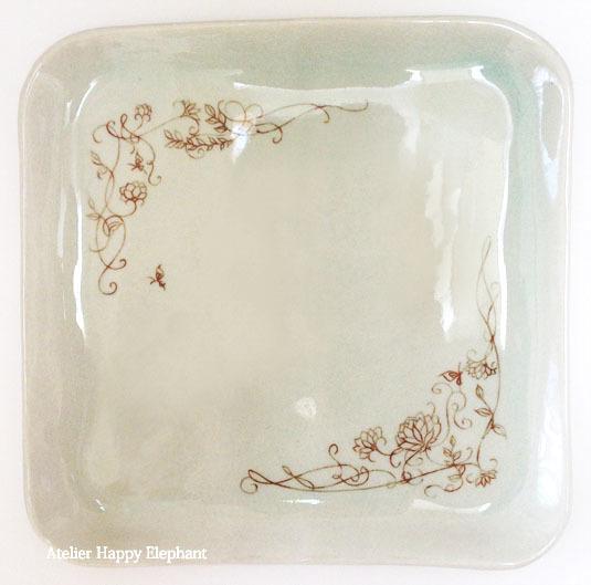植物模様のお皿 水色×茶