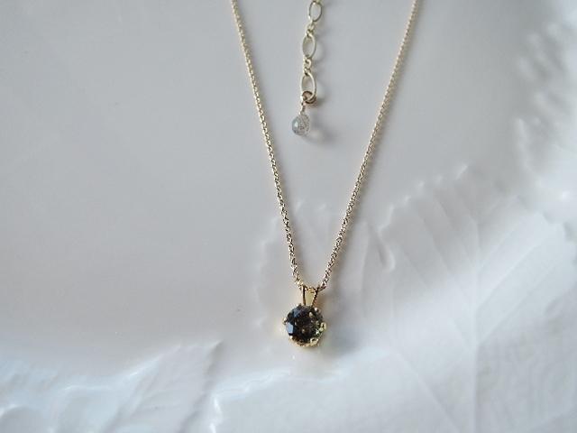 ☆アウトレット 宝石質モルダバイトラウンドブリリアントカット アウトレット品としては、初めての出品です。画像掲載分の1点のみとなります。(788)