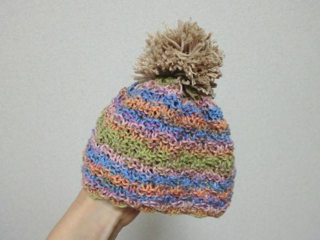 小さなベビーのポンポン付きカラフルニット帽子 38cm