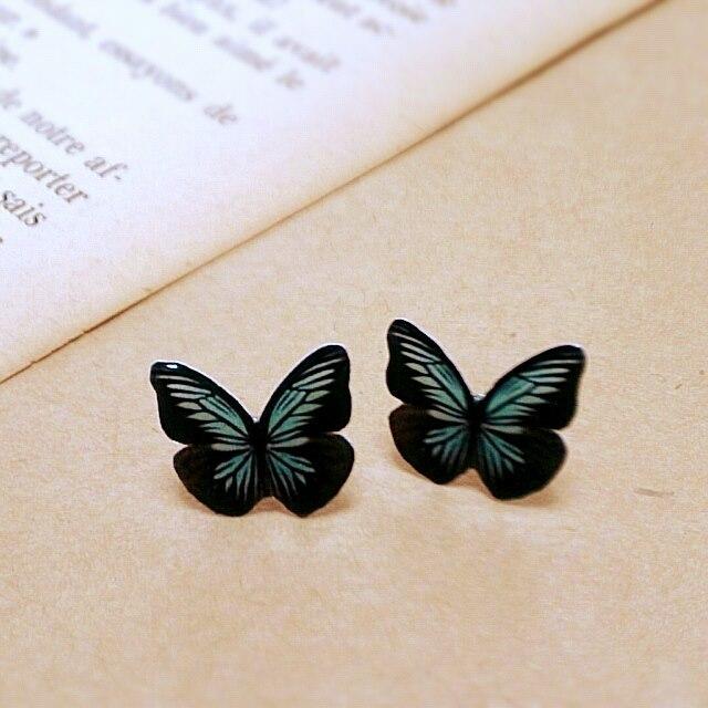 蝶々のピアス ダークブラウン ブルー