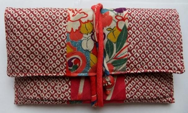 着物リメイク 絞りの羽織と花柄の着物で作った和風財布 293