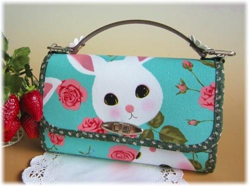ウサギと薔薇のお財布バック(ブルーグリーン)