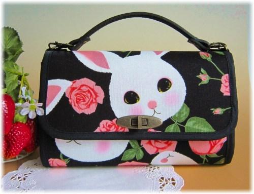 ウサギと薔薇のお財布バック(ブラック)