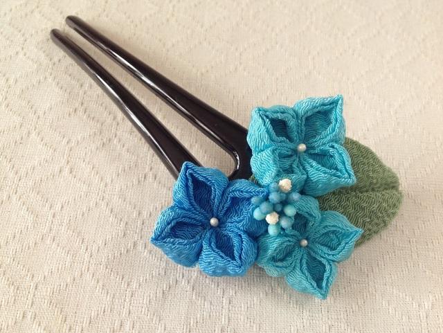 〈つまみ細工〉紫陽花のかんざし(三輪・空色と浅葱色)