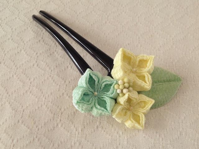 〈つまみ細工〉紫陽花のかんざし(三輪・淡黄と白緑)