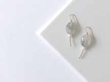 淡水真珠:pearl×oval stone pierce