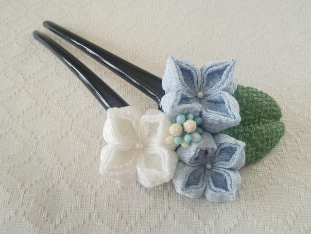 〈つまみ細工〉紫陽花のかんざし(三輪・水色と白)