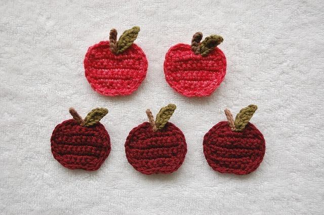 Apple brooch 赤りんごブローチ