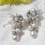 Beads flower× cottonpearl earring(silver×silver)