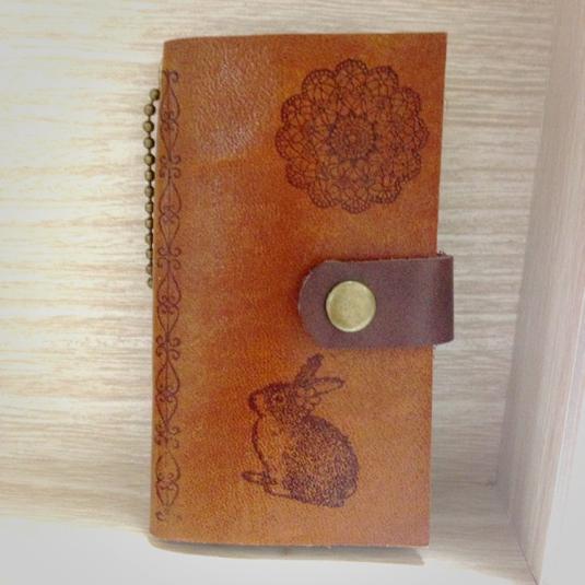 本革 Book型 うさぎ の アンティーク キーケース