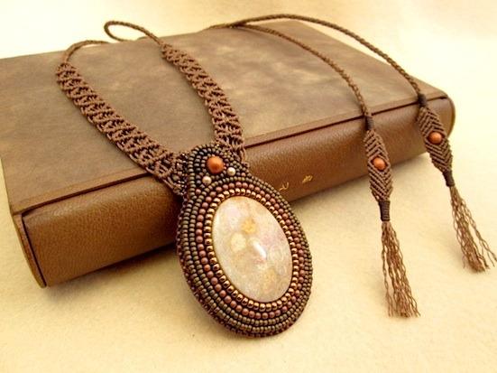 H様ご予約品:ビーズ刺繍の天然石ペンダント 013