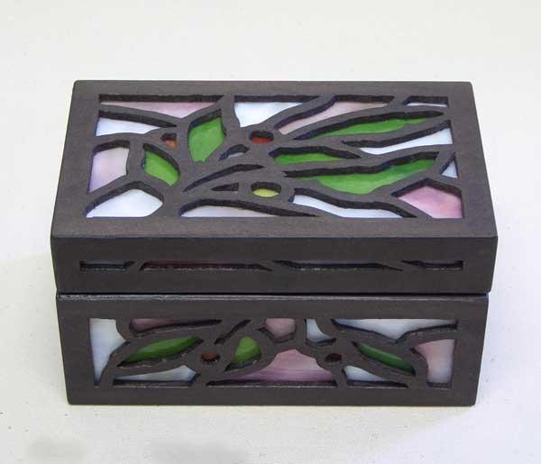 ハンドメイドで作った木とガラスの宝石箱(T)
