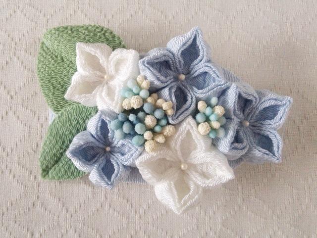 〈つまみ細工〉紫陽花のバレッタ(水色と白)