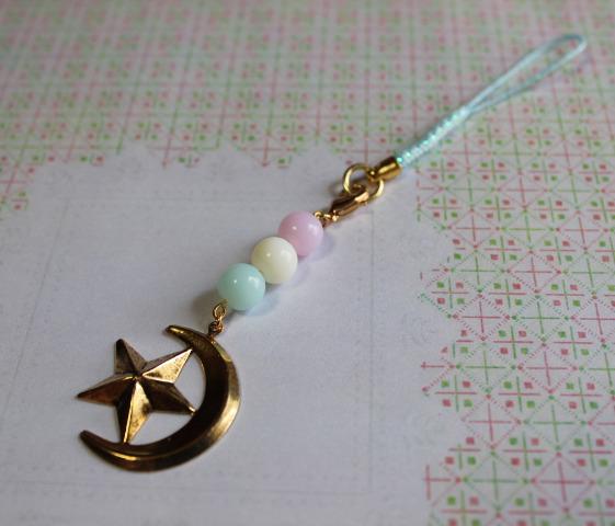 月と星とパステルビーズのストラップ