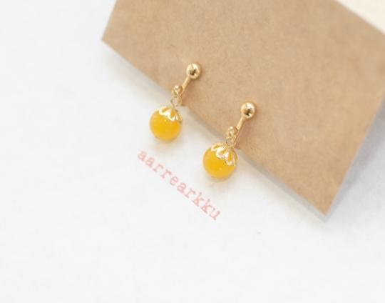 〔ピアスOK〕翡翠(黄色)の一粒イヤリング