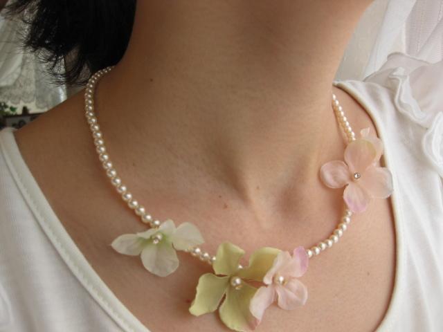 花びらふわふわパールのネックレス