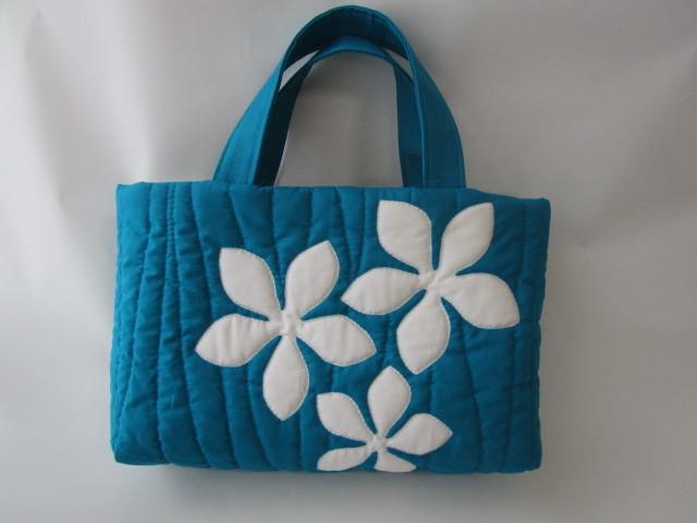 ハワイアンキルト☆プルメリアのバッグ