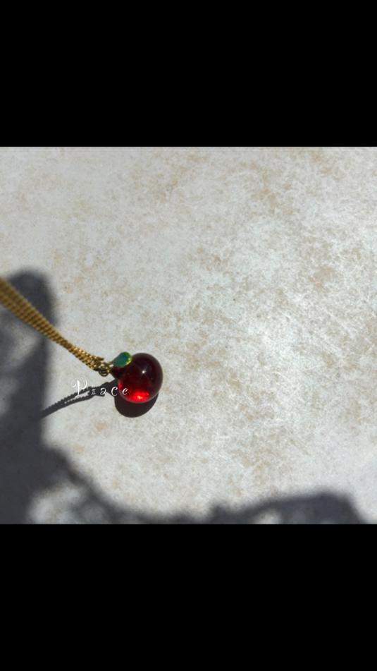 ガラス林檎のペンダント