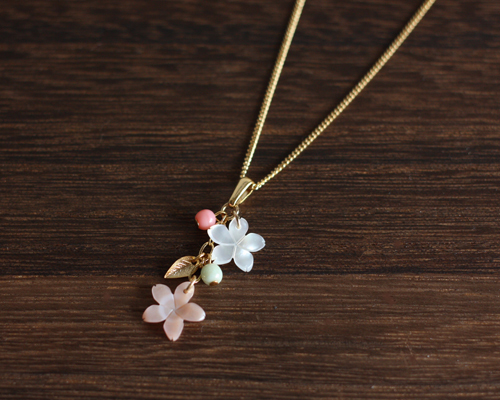 【さくら、咲く】ピンクシェルと白蝶貝の桜2輪のネックレス/n217