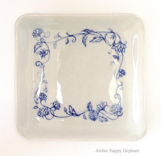 植物模様の小皿