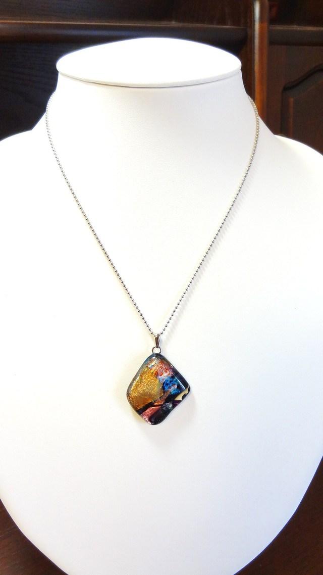 煌めき(ダイクロガラスのネックレス)