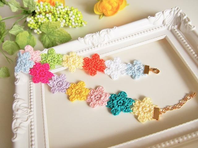 いろがいろいろ!手編みお花のチョーカー