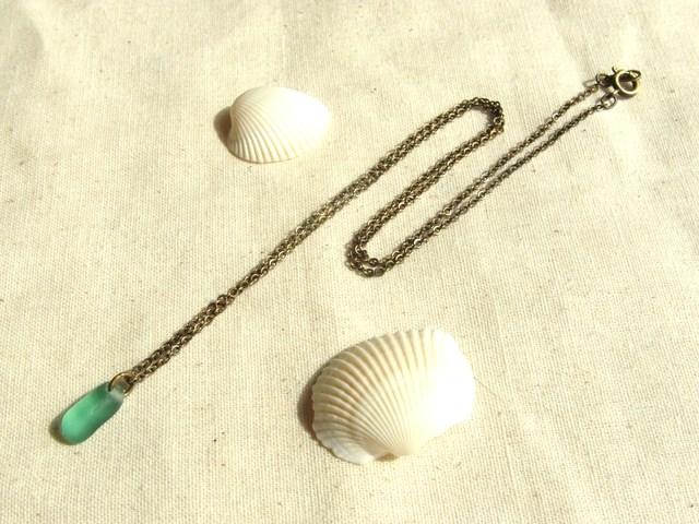 シーグラスのネックレス