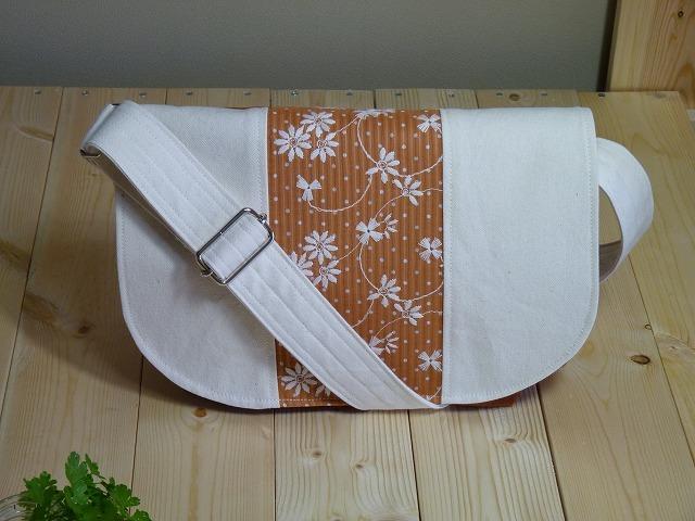 ミニメッセンジャーバック 刺繍 オレンジ