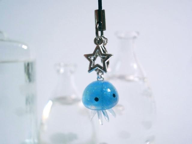 くらげちゃんストラップ クラゲと星のチャーム ブルーくらげ