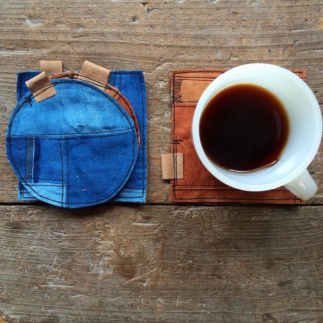 藍染めリネンの丸型「ぺったんこコースター」